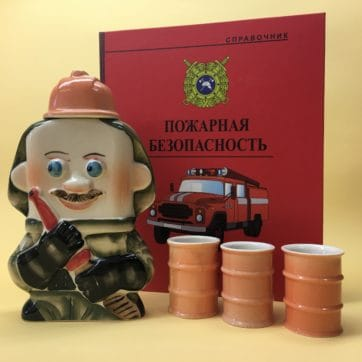 nabor-flyaga-farforovaya-pozharnyj-s-3-ryumkami