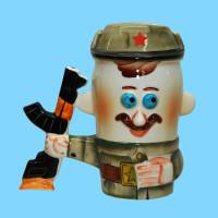 kruzhka-farforovaya-soldat-kepi