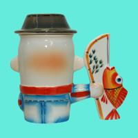 kruzhka-farforovaya-rybak-v-paname-vid-szadi