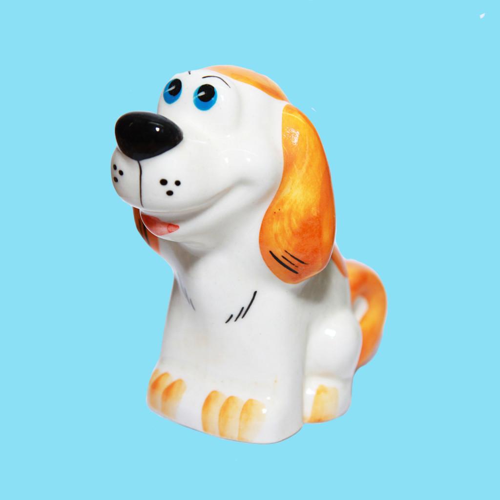 """Статуэтка фарфоровая собака """"Крендель"""" в. 9 см /цвет/"""