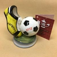 skulpturnaya-kompoziciya-futbol-myach-s-butsoj
