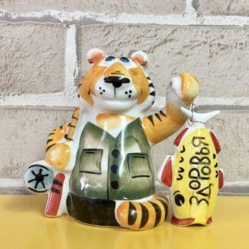 statuehtka-farforovaya-tigr-rybak-s-rybkoj-zdorovya